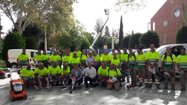 Lorca apuesta por potenciar sus zonas verdes con un 50% más de operarios para su mantenimiento y plantando más de 400 árboles, 10.000 arbustos y 150.000 flores de temporada - 3, Foto 3