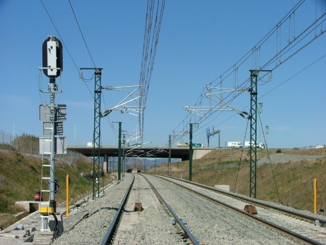 The mayor raises a motion in support of the proposed alternative route for the 400 Kw High Voltage Air Line, presented by the Platform of People Affected by the Line in La Ã'orica and Lébor