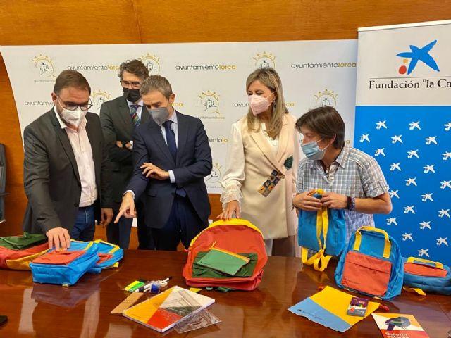 Alumnos de Lorca en situación de vulnerabilidad han vuelto a clase con nuevo material escolar gracias a la Fundación la Caixa y CaixaBank - 2, Foto 2