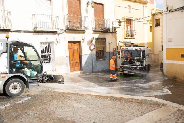 El Ayuntamiento de Caravaca realiza actuaciones intensivas de limpieza y desinfección progresivamente y de forma semanal por barrios y pedanías - 1, Foto 1