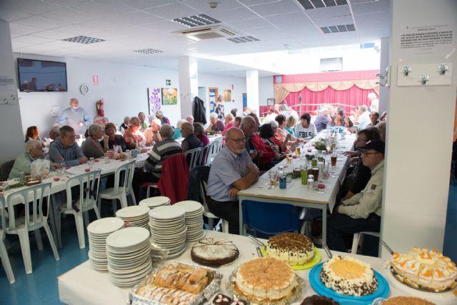 La asociación ecuménica recauda más de 1.100 euros en su tradicional comida benéfica de adviento, Foto 1