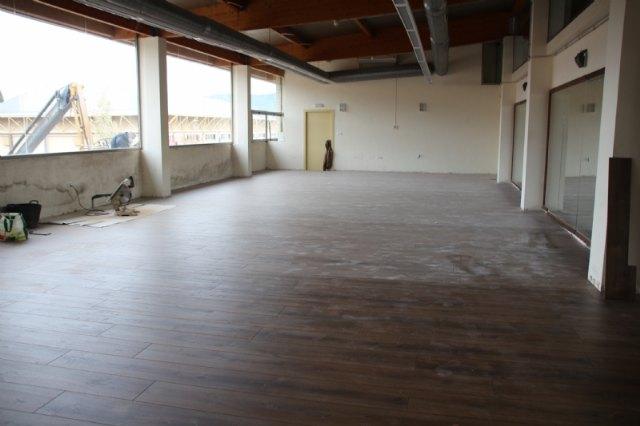 Deportes renueva el suelo de la sala polivalente y repara la fachada de la piscina cubierta - 1, Foto 1