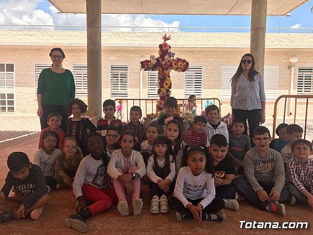 Emotivo y colorido día de La Cruz en el CEIP La Cruz de Totana - 1