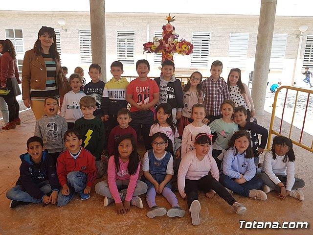 Emotivo y colorido día de La Cruz en el CEIP La Cruz de Totana - 2