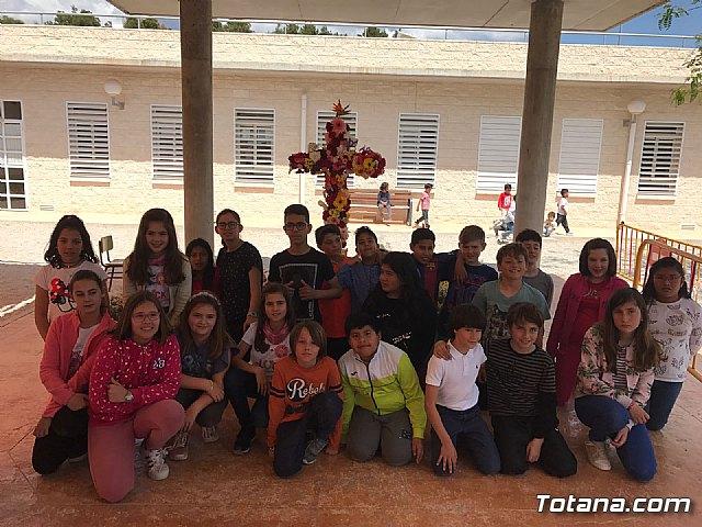 Emotivo y colorido día de La Cruz en el CEIP La Cruz de Totana - 10