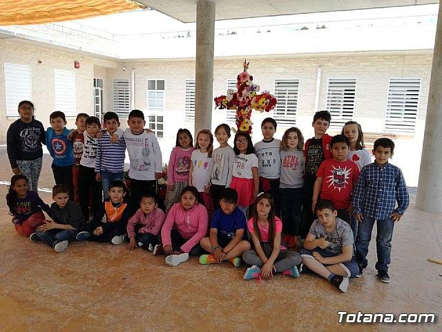 Emotivo y colorido día de La Cruz en el CEIP La Cruz de Totana - 4