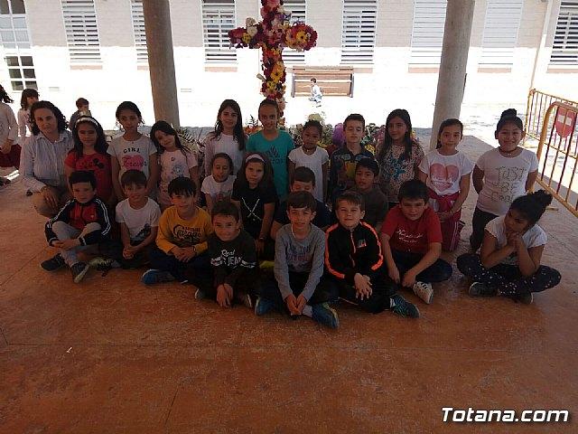 Emotivo y colorido día de La Cruz en el CEIP La Cruz de Totana - 5