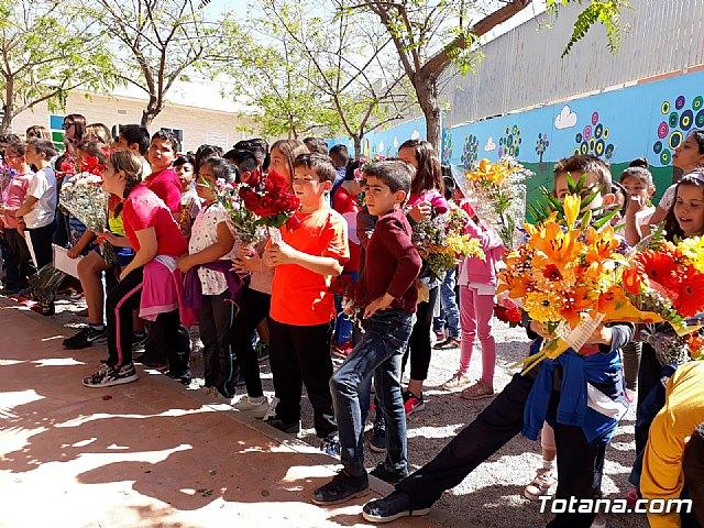 Emotivo y colorido día de La Cruz en el CEIP La Cruz de Totana - 7