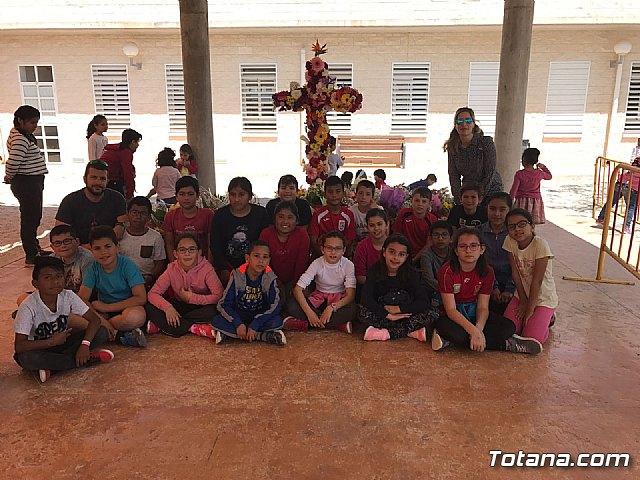 Emotivo y colorido día de La Cruz en el CEIP La Cruz de Totana - 8
