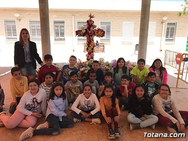 Emotivo y colorido día de La Cruz en el CEIP La Cruz de Totana - 9