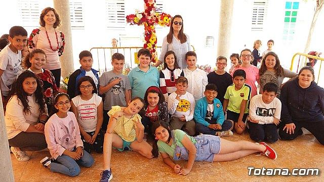 Emotivo y colorido día de La Cruz en el CEIP La Cruz de Totana - 11