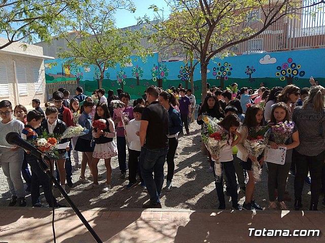 Emotivo y colorido día de La Cruz en el CEIP La Cruz de Totana - 13