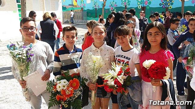 Emotivo y colorido día de La Cruz en el CEIP La Cruz de Totana - 14