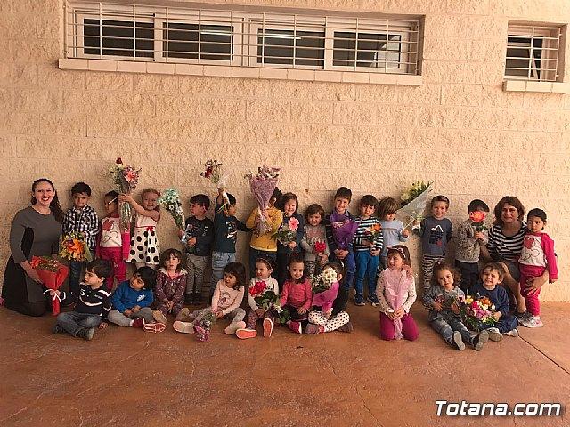 Emotivo y colorido día de La Cruz en el CEIP La Cruz de Totana - 20