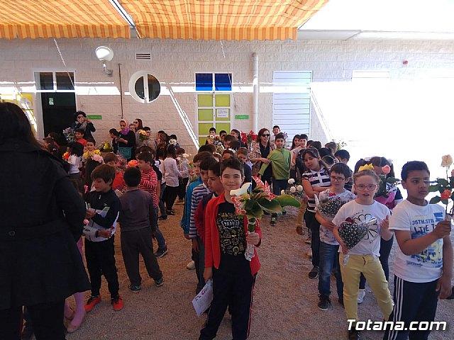 Emotivo y colorido día de La Cruz en el CEIP La Cruz de Totana - 18