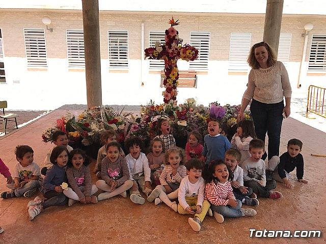 Emotivo y colorido día de La Cruz en el CEIP La Cruz de Totana - 21