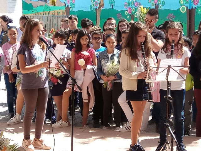 Emotivo y colorido día de La Cruz en el CEIP La Cruz de Totana - 25