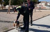 La Policía Local controla que las mascotas lleven el microchip en una campaña pública de concienciación