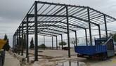 Se levanta la estructura de las obras de cubrimiento de la pista polideportiva del CEIP 'San José'