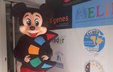 La Peña Barcelonista de Totana dona dos muñecos con los logotipos de D�Genes y AELIP
