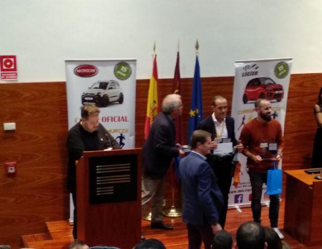 Edu Lucas del CAT recibió un reconocimiento en la gala CorrePorMurcia - 11