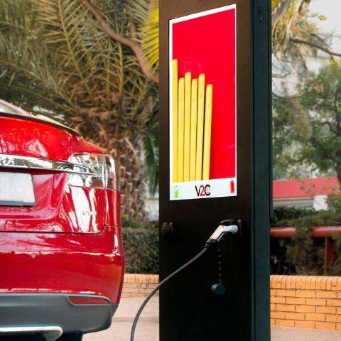 V2C ofrece el primer punto de recarga para coches eléctricos con publicidad integrada - 1, Foto 1