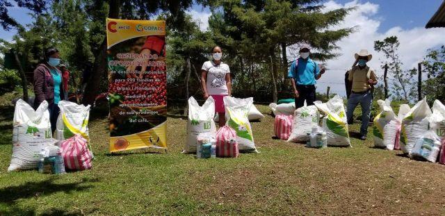 Fundación COPADE apoya a más de 200 familias con productos de primera necesidad en los países en los que está presente - 1, Foto 1