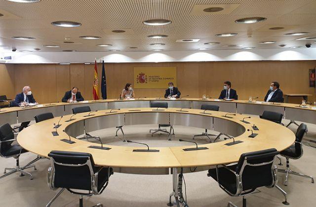 El Gobierno se reúne con la Plataforma de afectados de la cadena agroalimentaria española por los aranceles de Estados Unidos - 1, Foto 1