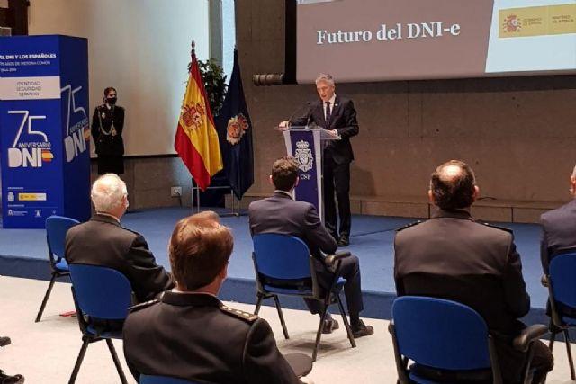 La Policía Nacional integrará el DNI en el móvil para crear un documento de identidad digital - 1, Foto 1