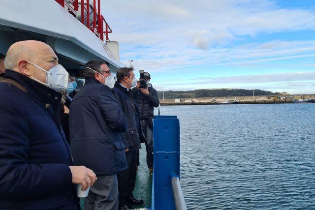 Luis Planas señala que la futura ley de pesca sostenible garantizará la continuidad de la actividad pesquera - 1, Foto 1
