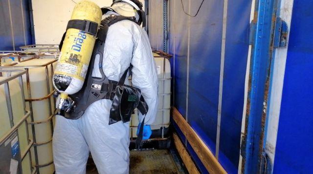 Bomberos del CEIS neutralizan un derrame de ácido clorhídrico de un camión que circulaba por Santomera - 1, Foto 1