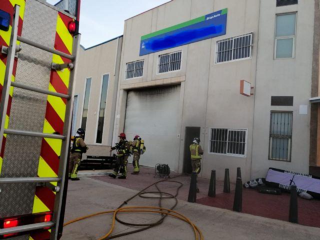 Incendio en una nave de Auto Recambios en Fuente Álamo - 1, Foto 1
