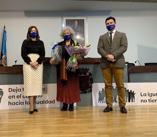 Querubina Meroño recibe el Premio 8 M de San Javier - 1, Foto 1