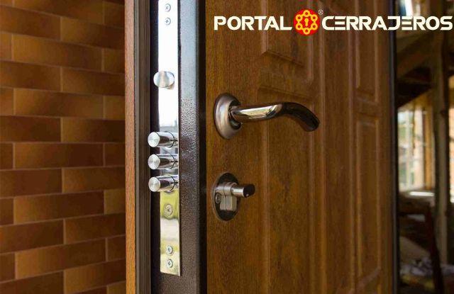 Las cerraduras en las puertas principales por PORTAL CERRAJEROS - 1, Foto 1