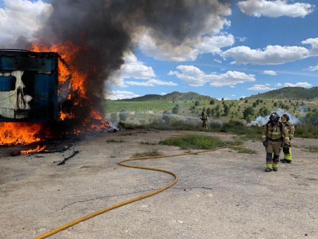 Apagan el incendio de dos remolques y evitan un incendio forestal en Canara - 1, Foto 1