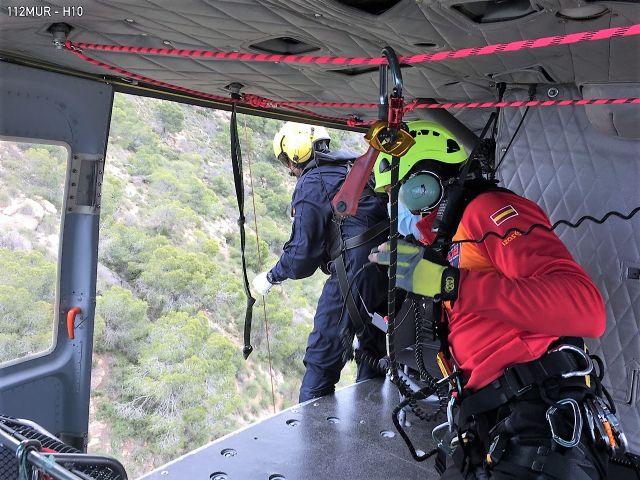 Rescatado por aire y trasladado al hospital un senderista herido en la Sierra de Columbares - 1, Foto 1
