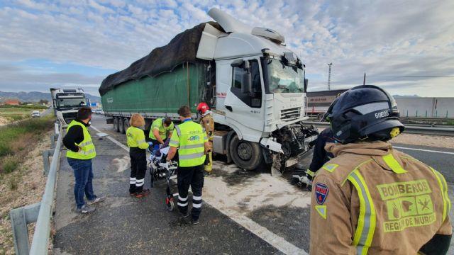 Herido un camionero en un accidente de tráfico en la autovía A-30, Fortuna - 1, Foto 1