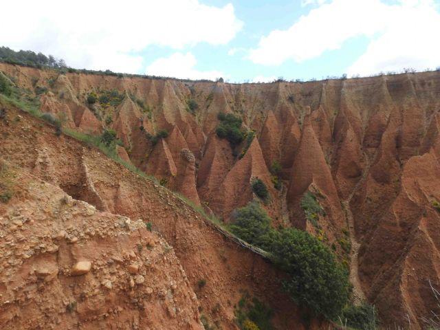 Las Chimeneas de Hadas, un espacio mágico en Valdepeñas de la Sierra - 1, Foto 1