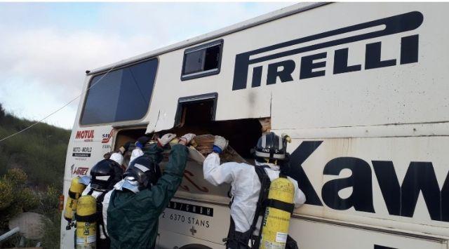 Bomberos rescatan un cadáver de una Autocaravana en Águilas - 1, Foto 1