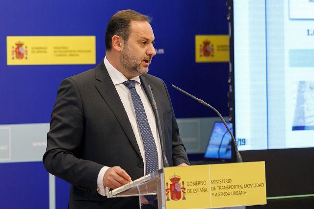 Ábalos anuncia que las actuaciones subvencionables en barrios pueden alcanzar alrededor de 24.000 euros por vivienda - 1, Foto 1