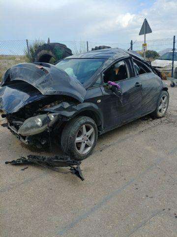 Servicios de emergencia atienden accidente de tráfico con heridos ocurrido en Fortuna al perder el control del vehículo y posterior vuelco - 1, Foto 1