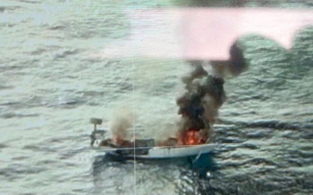 Se incendia un velero en la playa de Percheles en Mazarrón, Foto 1