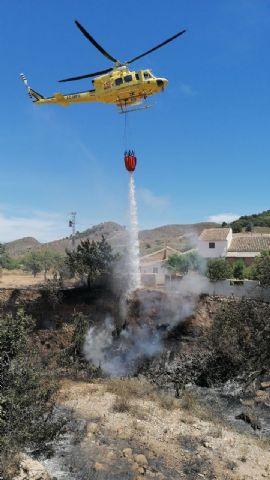 Incendio en una rambla en la falda de la sierra del Algarrobo en Mazarrón, Foto 1