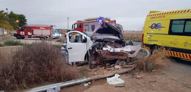 6 personas heridas al caer la furgoneta en la que viajaban a un canal, en Fuente Álamo - 1, Foto 1
