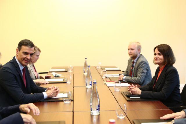 El presidente del Gobierno se reúne con la opositora bielorrusa Svetlana Tijanóvskaya - 1, Foto 1