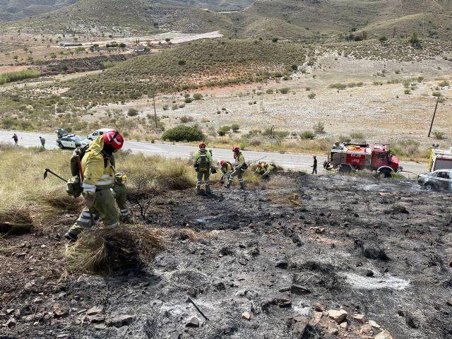 Efectivos adscritos al Plan Infomur acuden a extinguir incendio forestal en Mazarrón, Foto 1