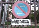 No se puede estacionar a partir de las 5:00 horas en los espacios destinados al Mercadillo Semanal