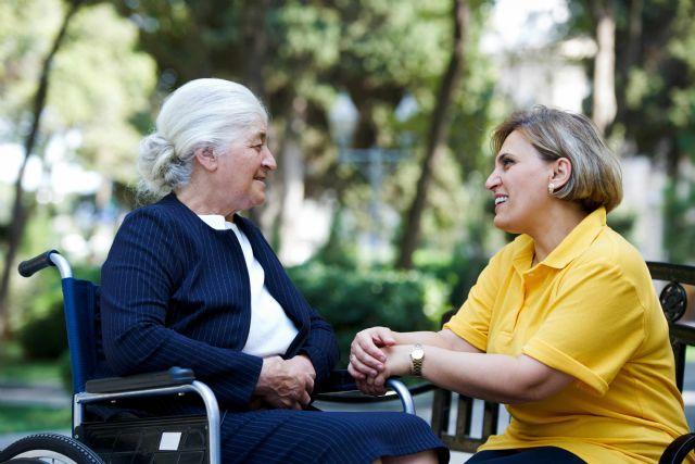 Cuidum lanza más de 100 ofertas de trabajo de cuidador para cubrir vacantes en toda España - 1, Foto 1