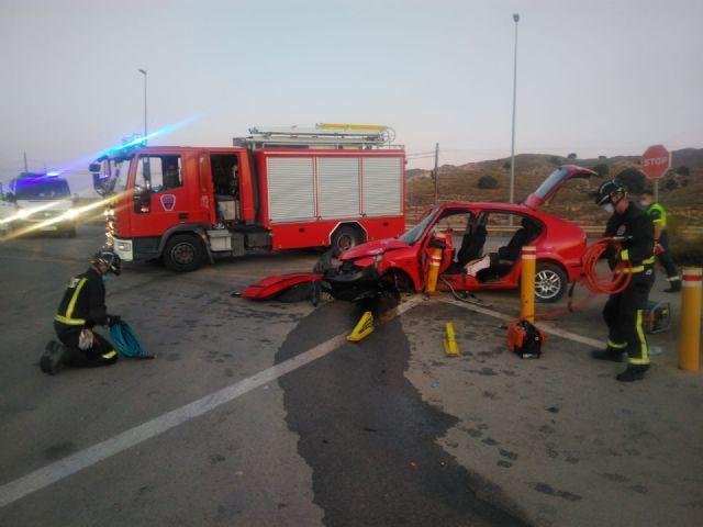 [Herido un hombre en un accidente de tráfico, al volcar su vehículo en la carretera de Totana-Lorca