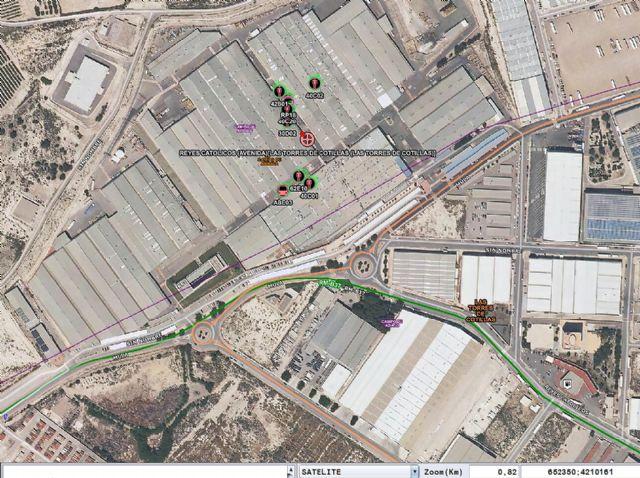 Bomberos dan por controlado el incendio declarado en una industria de envases metálicos ubicada en el Complejo Industrial Los Pinos en Las Torres de Cotillas - 1, Foto 1